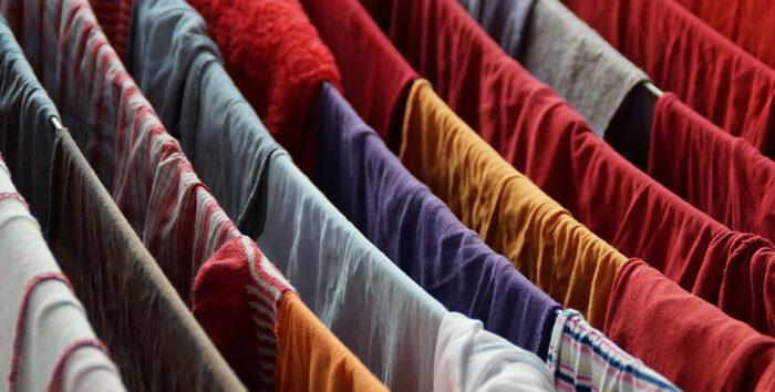 feuchte Raumluft durch Aufhängen von feuchter Wäsche